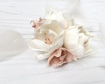 Bridal flower accessory White hair flower Wedding flower headpiece Bridal hair fascinator Bridal flower Hair Clip White wedding Hair Clip