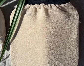 Peeling glove of classic beige
