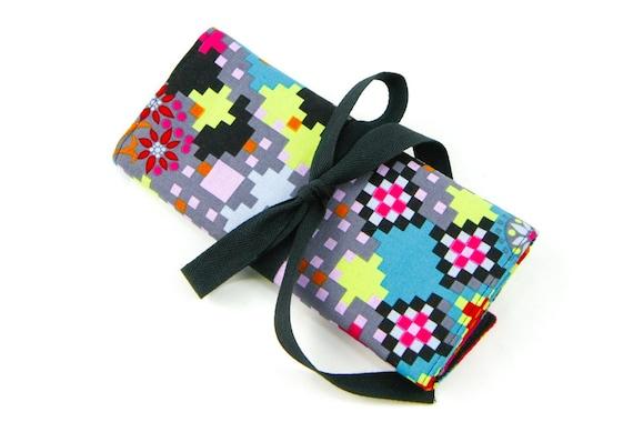 Crochet Hook Case  - Digi Bold - 26 black pockets