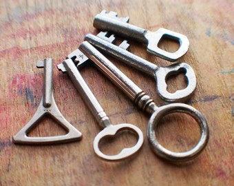 Tiny Antique Key Set - Odd and Ends // Fall Sale 15% OFF - Coupon Code SAVE15