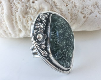 Green Seraphinite Stone Ring, Size 8 1/2 Sterling Silver, Flower Garden Ring, Artisan Metalsmith Wide Band, Silversmith Large Stone Ring
