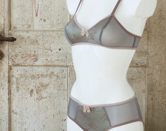 SYL + SIRAN — retro style lingerie set — rosewood and light blue lace & mesh — bust 124 cm / underbust 100 cm / hip 122 cm — XXL 44Ddd 100G
