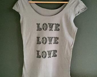 SALE - Medium- discontinued print - grey scoop shirt - LOVE