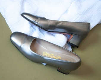 FERRAGAMO silver gray leather pumps / metallic shoes / round toe pumps / 6 / 656s / B2