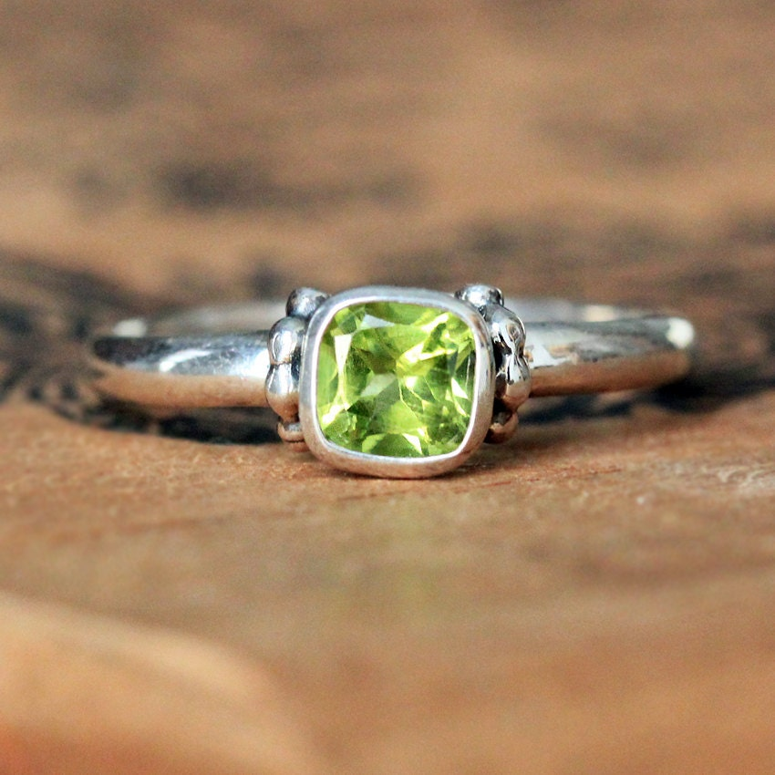 peridot promise ring peridot ring silver august birthstone. Black Bedroom Furniture Sets. Home Design Ideas