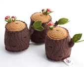 2 Tree Stump Pincushions with Extra Pins