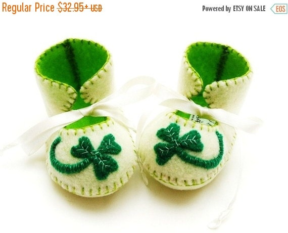 20 % off Summer Sale Baby Booties Soft Baby Shoes First Baby Booty Baby Slippers Shamrock Lucky. St patricks Day Baby. Irish Baby Gift