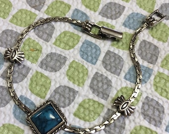 Pretty Vintage Silver Tone Metal and Turquoise Bracelet Lot 31