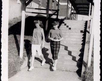vintage photo 1950s Pretty Young Teens Glendale Los Angeles CA Vintage Snapshot