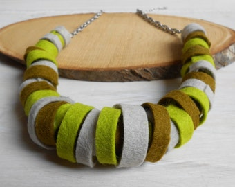 Felt short Bamboo Necklace - Felt jewelry - Sustainable jewelry - Short necklace with antique silvered chain
