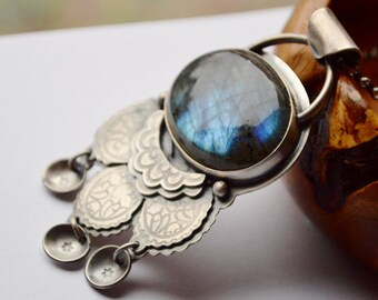 Nature Inspired Bohemian Labradorite Necklace in Sterling Silver with Textured Details, Boho Style, Bold Jewelry