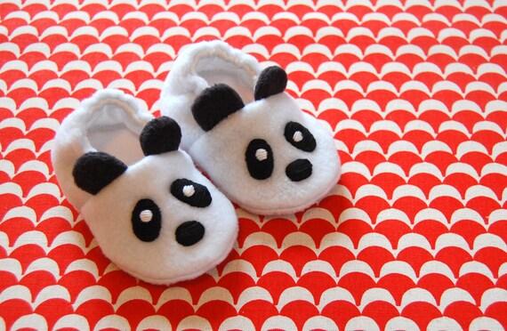 Panda bear baby booties, Animal baby shoes, Soft sole booties, Handmade booties, Panda crib shoes, Panda baby slippers, Newborn baby booties