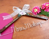 Elegant Bridal Hanger Wedding Dress Hanger With Name Engraved Hangers Hand Painted Flower Brown Wood Hanger Silver Aluminum Wire Name