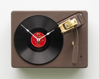 Record Player Clock, upcycled turntable clock, music lovers clock, vintage clock, unique Christmas gift idea, audiofile gift, handmade clock