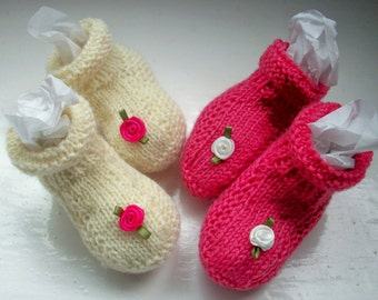 Baby booties, wool, hand dyed pink, white,hand knitted, set of two, flowers, baby girl, 0 - 6 months