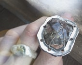 Magical mystery tour ring with scenic quartz sz 7 adjustable