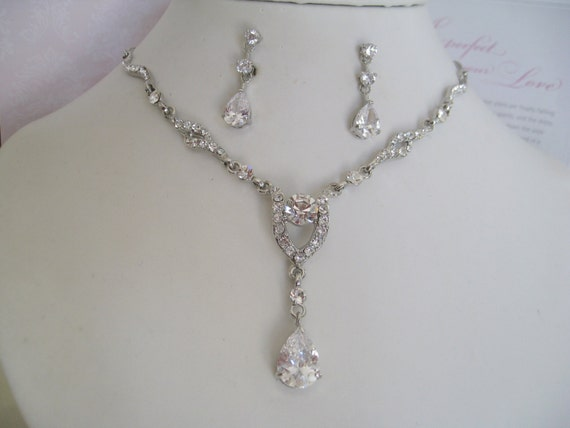 Bride Bridesmaids Rhinestone Necklace and earrings set cubic Zirconia pendant Bridal Jewelry Bridal Accessories Wedding Jewelry