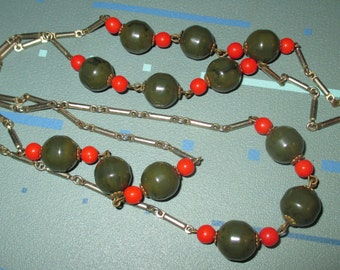Vintage MOD 60s Green Marbled Bakelite and Red Glass Bead Segment Necklace