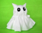 Halloween ghost decor, Cat pin cushion, Stuffed ghost cat, White felt cat, Spooky cat, Sewing accessory, Soft cat sculpture, Cat lover gift