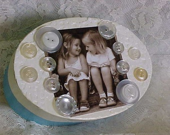 Now On Sale~~Very BEST FRIEND BUTTON-Box~~Sweet Little Box for Buttons, Jewelry, Mad Money or Special Treasures