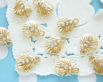 5 pcs SeaShell with 3 rhinestones Charm (9mm) AZ305