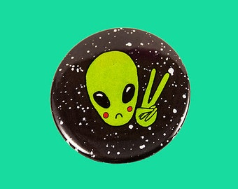 alien peace sign | 2.25 inch pin back button