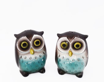 retro 60's OWLS // salt and pepper shakers // ceramic shabby vintage // 70's woodland owls