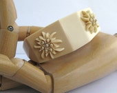 Vintage Thermoset bangle with raised Edelweiss flowers