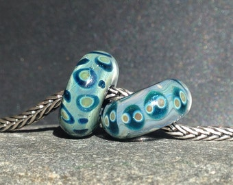 MruMru big hole Duo. Handmade lampwork beads. Sra