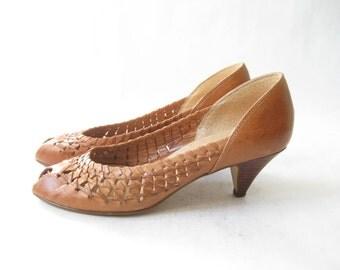 Vintage 80s Woven Leather Peep Toe Pumps. Size 6 1/2