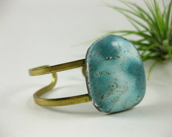 VARISCITE SOLO 2 - Raw brass cuff with OOAK riverside blue Variscite Stone cabochon cuff Bohemian Fall Style Boho Lux Boho Style