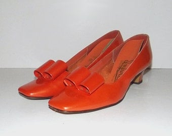 1960s patent leather heels / vintage 60s shoes / 9 / man-made patent leather / Orange Man-Made Patent Leather Heels with Modern Bow