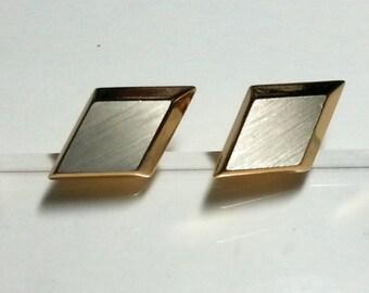 Vtg diamond shape gold tone cuff links