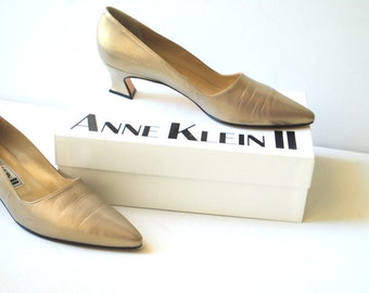 victorian style vintage 80s bronze genuine leather pumps. Made by Anne Klein II.  Size 10N.