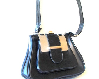 Retro vintage 70s black patent leather  , mod style hand bag with a textured silver tone metal flap.