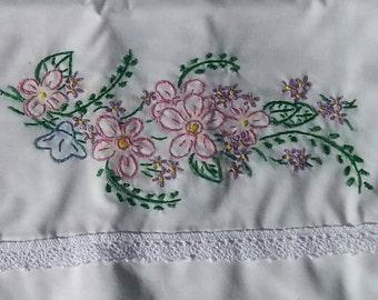 Sew Pretty Pillowcases - Pretty Pink Flowers - Set of 2