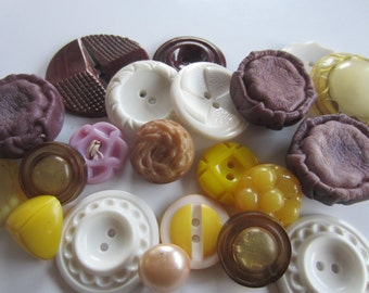 Vintage Buttons - Cottage chic mix of purple, yellow and white lot of 22, old and sweet (jan 211b)