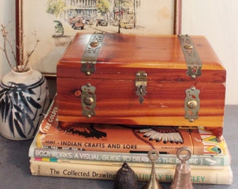 wood keepsake box - treasure box - jewelry box - lidded wood box