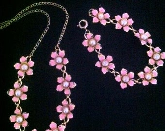 Vintage 1950s Little Girl's Pink Daisy Necklace Bracelet Set . 50s Childs Jewelry Set . Daisies and Pearls Necklace Set