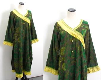 VTG 70's Psychedelic Green Kaftan (Medium / Large) Velvet Swirls Long Sleeve Tunic Hippie Robe Caftan Ethnic