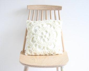 Ecru crochet pillowcase 30 x 30 cm