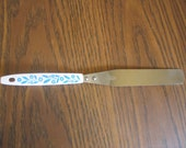 Vintage Stainless Steel Icing Spatula Kitchen Utensil White/Blue Cornflower