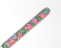 Boye Size J   Crochet Hook Polymer Comfort Handle Crochet Hook with Pink and Blue Garden Flowers and Green Leaves