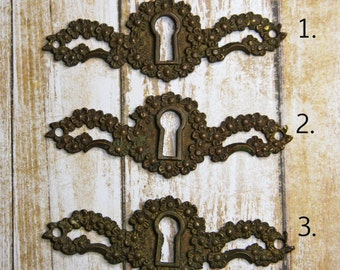 Salvaged Metal Escutcheon KEYHOLE- (1) Vintage Hardware- Found Object- Altered Art Supply
