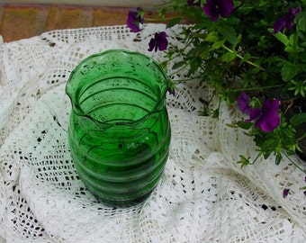 """Forest Green Glass 7"""" VASE Horizontal Ribs Ruffled Edge Anchor Hocking USA Made BEAUTIFUL for Spring Summer Fall Garden Bouquets!  (MR3)"""