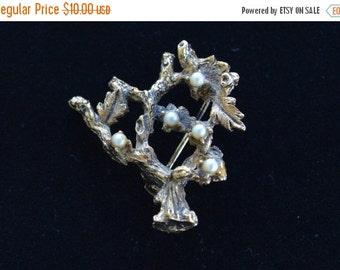 On sale Lovely Vintage Tree Brooch, Faux Pearl