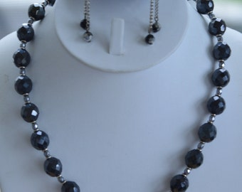 """Pretty Vintage Black Glass Faceted Beaded, Silver tone Necklace Set, Clip Earrings, 18-1/2"""" (AG13)"""
