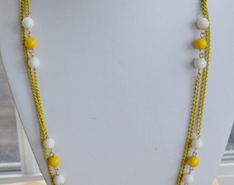 "Pretty Vintage Yellow, White Beaded Chain Necklace, 55"" (I6)"