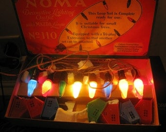 Vintage Noma Mazda Lights In Original Box, 1929, 8 Lights, Cloth Cord, Tri-Plug, 8 Plastic House Covers