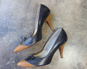 8 1/2 B / 1950's Stiletto Heels / Town and Country Two Tone Pumps / Women's Vintage Leather Shoes